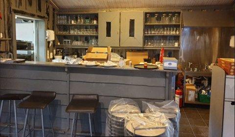 FIKK SMEKK: Pizzabakeren på Sandnes utenfor Kirkenes fikk seg en smekk på fingrene av Mattilsynet for dårlig renhold etter at en klager sendte inn blant annet dette bildet.