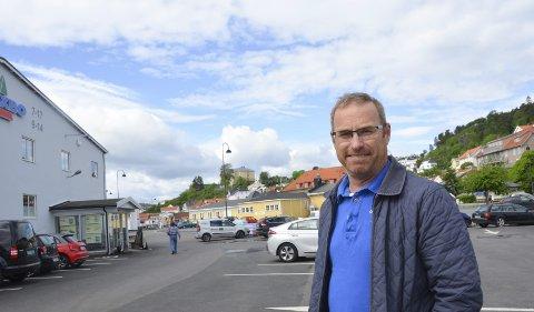 Thorleif Fluer Vikre (Frp) mener at Rødt-politikeren Håkon Ljosland ble valgt som leder av hovedutvalg for læring og utvikling i strid med kommunens reglement.