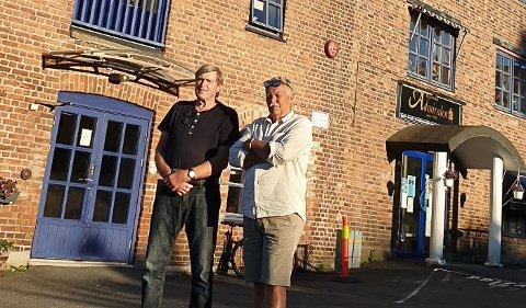 FORUNDRET: Kjell Austbø (tv) og Ole Jan Aatangen reager på at Kragerø kommune ikke opplyste om intensjonsavtalen de hadde med Ivar Tollefsen. Foto: Hege Elisabeth Wilhelmsen
