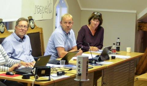 NEGATIVE: Verken varaordfører Jan Petter Abrahamsen (H), ordfører Grunde Wegar Knudsen (Sp) eller kommunedirektør Inger Lysa var begeistret for søknaden fra Lokalbrygg.no AS.
