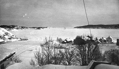 Bildet er hentet fra KVs arkiv, og viser en iskledd kragerøskjærgård. Bildet er tatt rundt 1960.