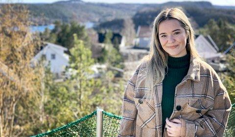 ENGASJERT: Guro Helene Sørdalen engasjerer seg aktivt for å bedre funksjonshemmedes rettigheter. Her er hun hjemme på Helle, men til daglig bor hun i Oslo. Foto: Jeanette Brubakken