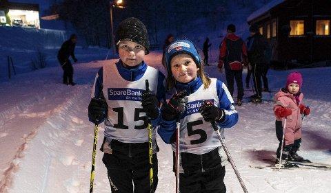 Tvillingar: Sondre og Maiken Mehl frå Omvikdalen stilte i klasse G9 og J9. Veslesøster følgjer med.