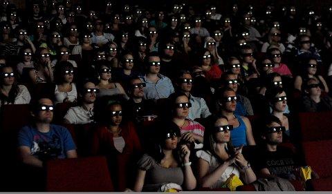 DET VAR TIDER: Lenge sidan det har vore så mykje folk på Husnes kino. Dette er med andre ord eit foto frå arkivet.