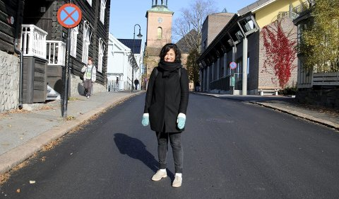 BYUTVIKLING: Ulrike Helene Zamudio, prosjektsekretær Våre gater og plasser, på Vestsiden i Kongsberg. Foto: Stine Ljungquist Knudsen
