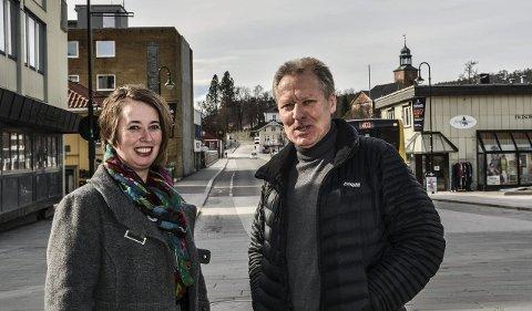 Jakter musikanter: Styremedlem Bente Kongsgård og nestleder Helge Knutsen håper på mange flere medlemmer i KV-Musikken.Foto: Mona Sandviken