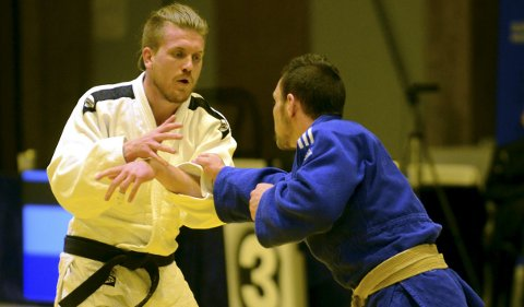 VANT: Geir Bjerknes (hvitt) vant bronsefinalen mot klubbkamerat Morten Andersen i -73-kilosklassen. Foto: Torgrim Gotland Bakke