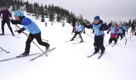FULL FART: Ingen ting å si på innsatsviljen hos de yngste deltakerne i Vegglifjellrennet.ALLE FOTO: OLE JOHN HOSTVEDT