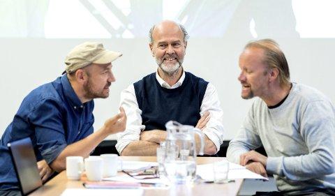 Kommer ikke til Kongsberg: Stykket «Stein i lomma» er Erik Poppes debut som teaterregissør. Fra venstre Øystein Martinsen, Erik Poppe og Hallvard Holmen.