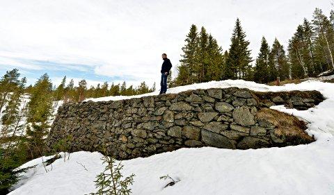 KULTURMINNE:Øystein Skjelbred i Statskog, mener at hjulstua ved Mildigkeit kan få nytt liv og bevares mye bedre dersom den brukes til noe.