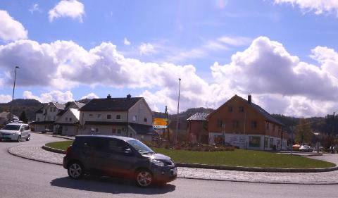 STORE BILER: Du kan komme til å møte modulvogntog i rundkjøringa ved Presthølen.