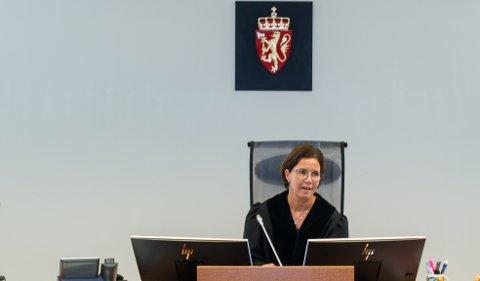 100 DAGER: Tingrettsdommer Hilde K. Sakariassen avsa dommen mot 18-åringen som satt 72 dager i varetekt før han ble dømt til 100 dagers ubetinget fengsel.