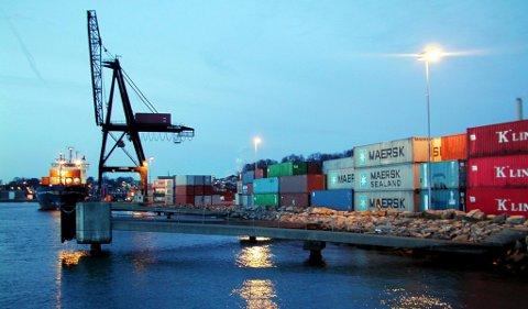 MOSS HAVn: Innsenderen ønsker å få vite mer om økonomien rundt containerhavnen.