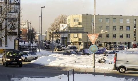 Akilles: RV 19 gjennom Moss er, blir og har vært en kinkig utfordring for mossepolitikerne i mange år allerede. Bildet viser Vogts gate og Fleminghjørnet.