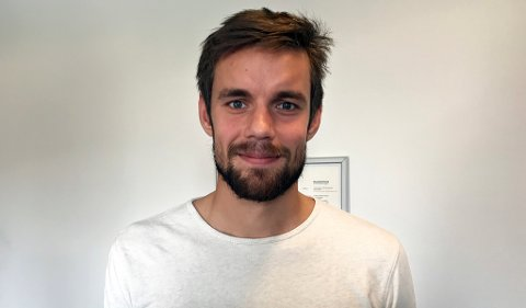 FRISK GJEST: Remi Johansen prater i kjent stil i en time, som gjest i den siste utgaven av fotballpodkasten JoMos Kosmos.