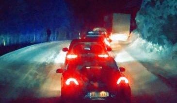 Vogntog som står fast og kollisjon på E6 skaper utfordringer i trafikken: Foto: Nordlys-tipser.