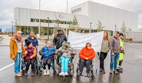 BLE ALDRI SIGNERT: Anette (f.v.), John Fredrik, Atle, Maryann og Edvard trodde de fikk innpass på Tromsøbadet, men avtalen mellom Tromsø kommune og badet ble aldri signert.