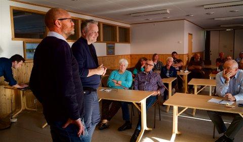 MØTTE INNBYGGERNE: Prosjektleder Steinar Rask og kommunikasjonsdirektør Christian Altmann fortalte om det store veiprosjektet til 1,6 milliarder kroner.