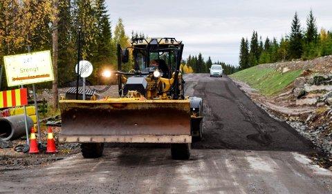 Byggingen av ny Fylkesveg 247 har foregått på overtid siden 1. oktober. Bildet er tatt fredag formiddag ved ferista i Skeskroken.