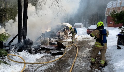 NEDBRENT: Uthuset brant ned, men heldigvis kom ingen personer til skade.