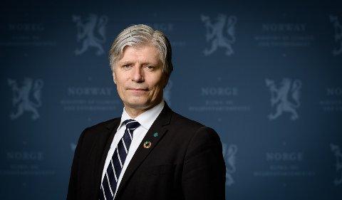 SVARER: Ola Elvestuen representerer Venstre, og er klima- og miljøminister. Han er engasjert i nasjonalparken i Sørmarka.