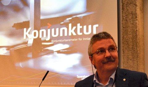 HAR SELV INVESTERT: Konserndirektør Richard Heiberg sier Sparebank 1 Østlandet har behov for å øke egentkapitalen, noe som er årsaken til emisjonene av egenkapitalbevis på til sammen 900 millioner kroner. Heiberg selv har investert i underkant av to millioner kroner. (Foto: Bjørn-Frode Løvlund)