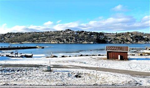 Nå er det vinterstille i båthavna, men i høysesongen er situasjonen ganske annerledes.