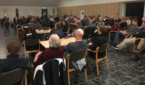 Fullt hus: Rundt 100 mennesker møtte opp til møtet om vann, avløp og fiber.