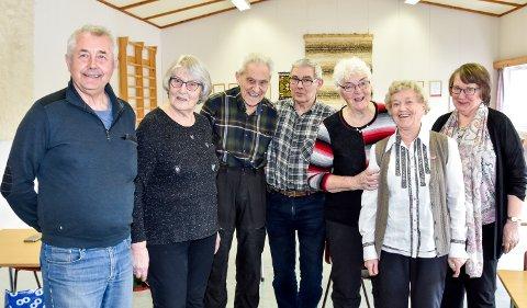 Glade kursdeltakere hos LHL Rana. Fra venstre: Studieleder Svein Magne Berggren, Randi Strandvoll (77), Jacob Larsen (85), Herbjørn Hansen (76), Inga Richardsen (84), Gerd Trolie (snart 87) og Karin Leiråmo (75).