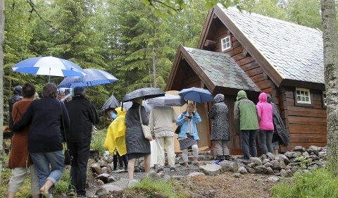 INNVIET: Lørdag for ei uke siden  ble Høgsvekapellet i Furnesåsen innviet. Omlag 100 personer var med på samling, gudstjeneste og prosesjon. FOTO: EVY SANDBERG