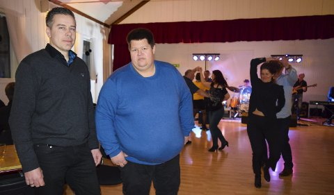 Mister ikke motet: Styremedlem Jo Vegard Lierhagen og Geir Atle Aas er skuffa over oppmøtet, men mister ikke motet. FOTO: HELENE MARIE S. PAALSRUD