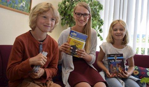 Populært tiltak: (Fra venstre) Lauritz Berg (9), Petrine Berg (12) og Tiril Bakken-Langslet (8,5) syns det er fint at biblioteket er oppe i sommerferien.