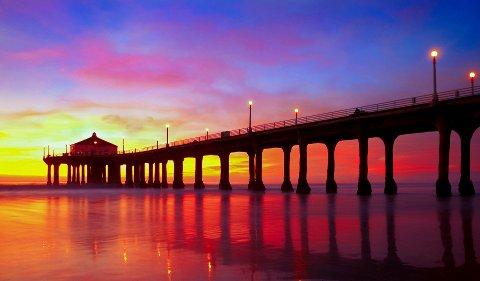 LANDEMERKE: Manhattan Beach-moloen strekker seg mer enn 900 fot ut i Stillehavet.