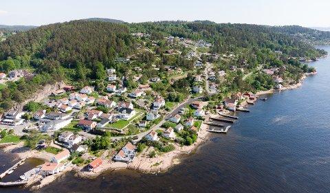 ULOVLIGHETER: Holmsbu er ett av flere steder langs Askerkysten kommunen har kartlagt at det kan være flere ulovlig oppførte byggverk. Anslår opp mot 2.000 tilfeller.