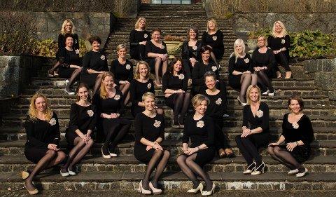 GULLSTRUPER: Damene i Sandefjord Vokalensemble, som liker å kalle seg jenter, skjuler seg bak luke nummer tre i Hvalkjæftens kulturelle julekalender.