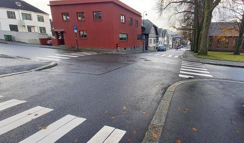 Krysset i Eidsvollagata/Kirkegata skal utbedres for over én million kroner. Arbeidet skjer mest trolig i 2021.