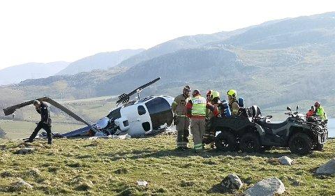 DRAMATISK: Å styrte med helikopter pleier dessverre være ensbetydende med sterk personskade, men heldigvis gikk det bra denne gangen. Foto: RONNY HJERTÅS