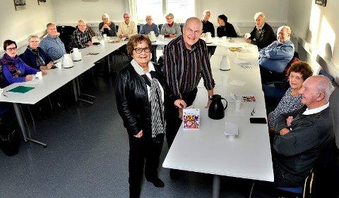 Fylkesleder Gerd Skovdahl i Pensjonistforbundet Østfold og Egil Nordengen ved Hafslund trafikkstasjon er godt fornøyd med at så mange seniorsjåfører det siste halvåret har vært med på oppfriskningskursene som har vært arrangert ved trafikkstasjonen.