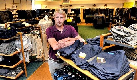 TRIST AVGJØRELSE: Eirik Ramdahl synes det er trist at butikken i gågata ikke kan drives videre.