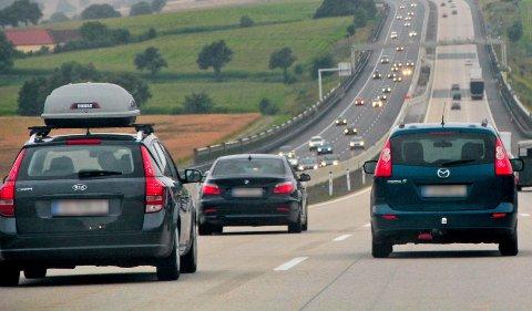 Skal du kjøre på Autobahn med takboks, bør du ligge i høyre fil.