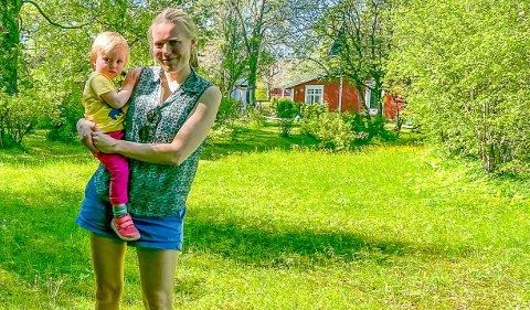 KONFLIKT: I to år har Anne Dingstad (39) forsøkt å få sin far fra å bygge i frukthagen.