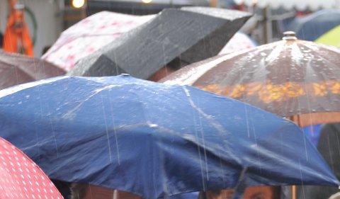 Et par varme dager er i vente, men ha gjerne paraplyen klar  – for det kan bli mye regn.
