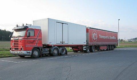 25,25 METER: Slik ser et modulvogntog ut. Det kan være 25,25 meter langt og frakte opptil 60 tonn.