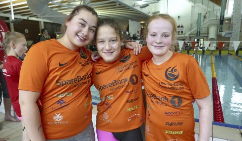 Samhold: Maja Gudmundsen Bakkenget (fra venstre), Maria Klaven og Esther Ludvigsen Berge stortrives i den nye svømmeklubben.
