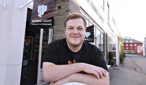 Viser seg fram: Det tok tid før Ola Alnæs skjønte at han ville satse på et kreativ yrke. Fra 14. september kan de se hans arbeider hos Nordic Light.