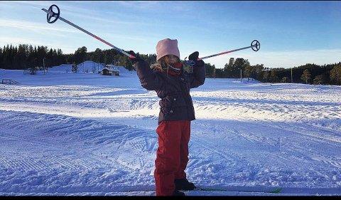 VINNER JANUAR: Trine Engdal Storholt foreviget datteren Frida på ski på Nordmarka i januar.