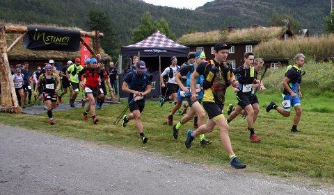 Like etter start: Her har de 38 deltakerne startet på henholdsvis 29 og 43 kilometer.