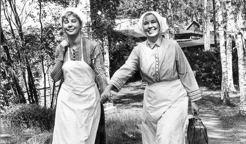 Maud Hansson Fissoun (til venstre) som blant annet er kjent for å spille tjenestepiken Lina i filmen om Emil i Lønneberget er død.  Her sammen med Emy Storm (t.h.) som spilte moren til Emil.