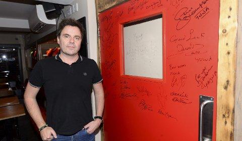 I frys: Jostein Ansnes, som eier og driver Hotell Tia i Liverpool, forteller om rolige dager i Liverpool.