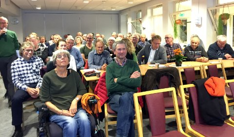 MANGE: Temaet for debatten engasjerte mange. Arrangørene anslo det til rundt 80 fremmøtte.
